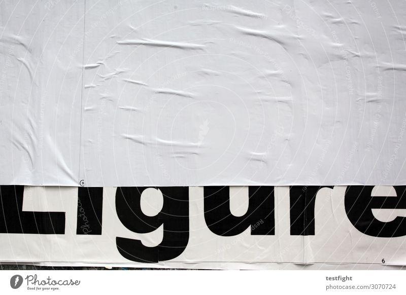 Ligure Medien Printmedien groß schwarz weiß Plakat Plakatwand kleben Werbung plakatieren Wand Schriftzeichen Buchstaben Außenaufnahme Textfreiraum oben