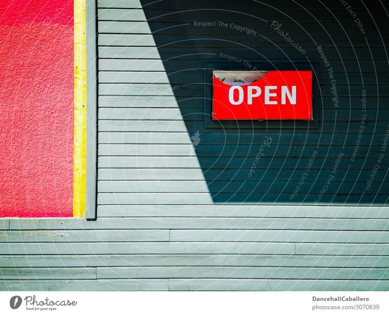 Wand mit Schild offen kaufen Stil Häusliches Leben Renovieren Stadt Haus Gebäude Architektur Mauer Fassade Holz Schriftzeichen Schilder & Markierungen