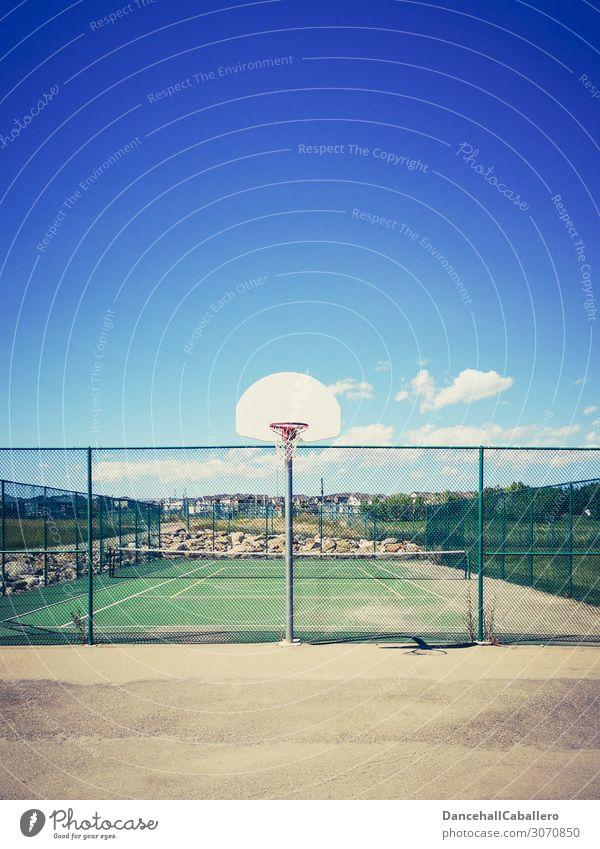 let's play... Stil Sommer Sport Sportstätten Himmel Wolken Schönes Wetter retro Sauberkeit sportlich Basketball Basketballplatz Basketballkorb Tennis