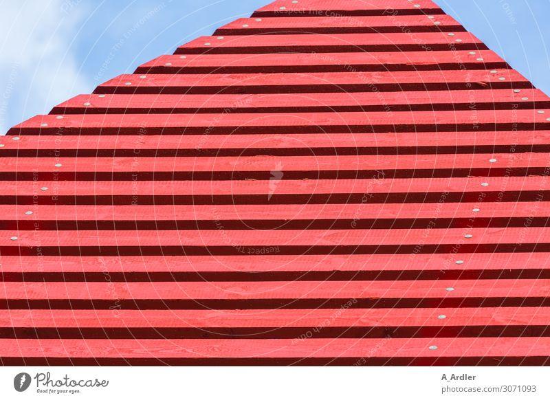 rote Holzlatten Kunst Kunstwerk Skulptur Architektur Himmel Hütte Bauwerk Gebäude Mauer Wand Wahrzeichen blau Beginn Holzbrett Handwerk Sehenswürdigkeit