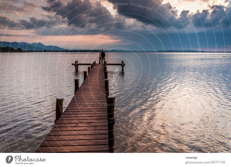 Steg Freiheit Mensch Paar 2 Natur Erde Wolken Sommer Schönes Wetter See Chiemsee Stimmung Partnerschaft ruhig Zufriedenheit Zukunft Zusammenhalt Farbfoto
