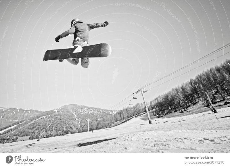 rail and fly Lifestyle Sport Wintersport Snowboard Skipiste Schnee Alpen Berge u. Gebirge Gipfel Helm Freiheit Tourismus Ferien & Urlaub & Reisen springen