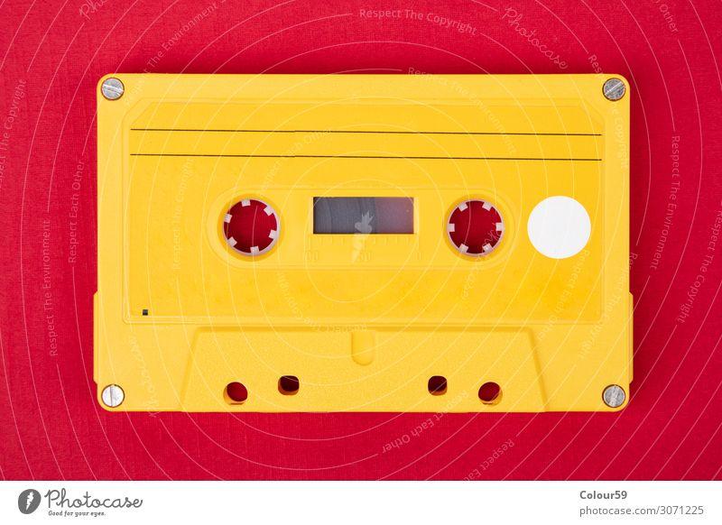 Gelbe Audiokassette Freude Musik Technik & Technologie Musik hören Medien Kunststoff retro gelb Musikkassette altehrwürdig 80s blank analogue dance isolated
