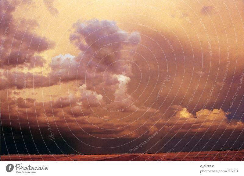 Gewitterstimmung Australien Outback Wolken Queensland Abend