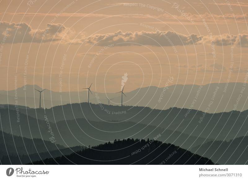 Schwarzwaldlandschaft Energiewirtschaft Windkraftanlage Umwelt Natur Landschaft Himmel Schönes Wetter Berge u. Gebirge ruhig nachhaltig Aussicht Ferne Farbfoto