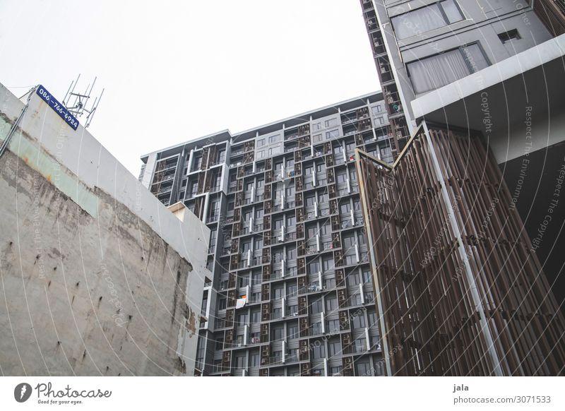 wohnraum Stadt Fenster Architektur Wand Gebäude Mauer Fassade Hochhaus trist ästhetisch Dach Bauwerk Hauptstadt Asien Stadtzentrum Thailand