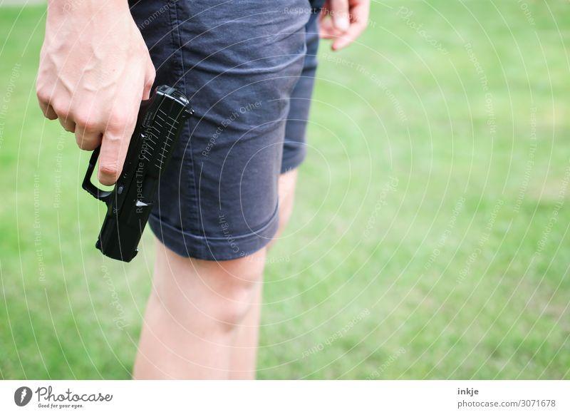 Luftpistole Freizeit & Hobby sportschießen Junger Mann Jugendliche Erwachsene Kindheit Leben Hand 1 Mensch 13-18 Jahre 18-30 Jahre Wiese Shorts Pistole stehen