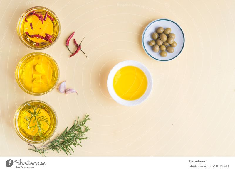 Ölsorte mit mehreren Eigenschaften Kräuter & Gewürze Flasche Behandlung Alternativmedizin Medikament Erholung Duft Spa Massage Natur Pflanze Baum kalt natürlich