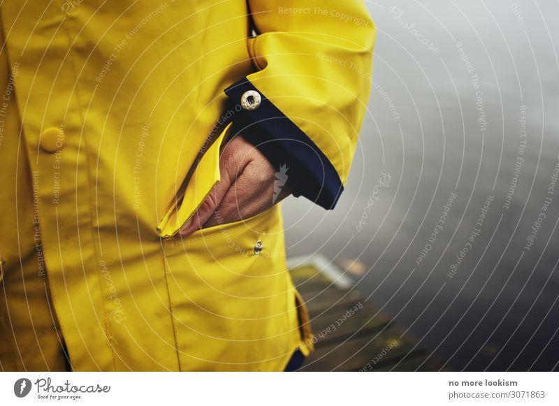 fisherman's girlfriend 1 Mensch Klima Wetter schlechtes Wetter Unwetter Wind Sturm Regen Gewitter Seeufer Mode Bekleidung Schutzbekleidung Mantel wandern warten
