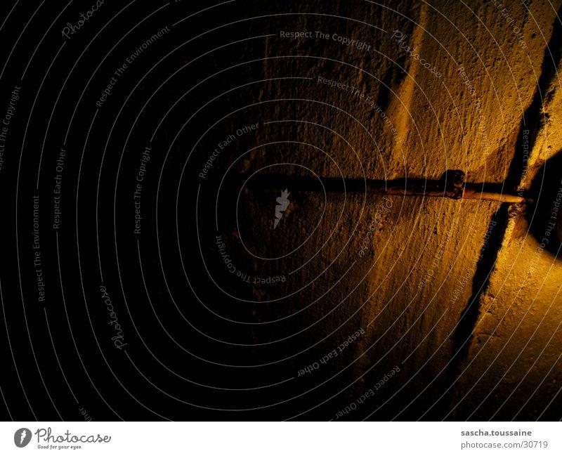 Licht im Dunkel #3 - Keller Gemäuer dunkel Lampe Elektrisches Gerät Technik & Technologie Lichterscheinung Schatten Beläuchtung ...