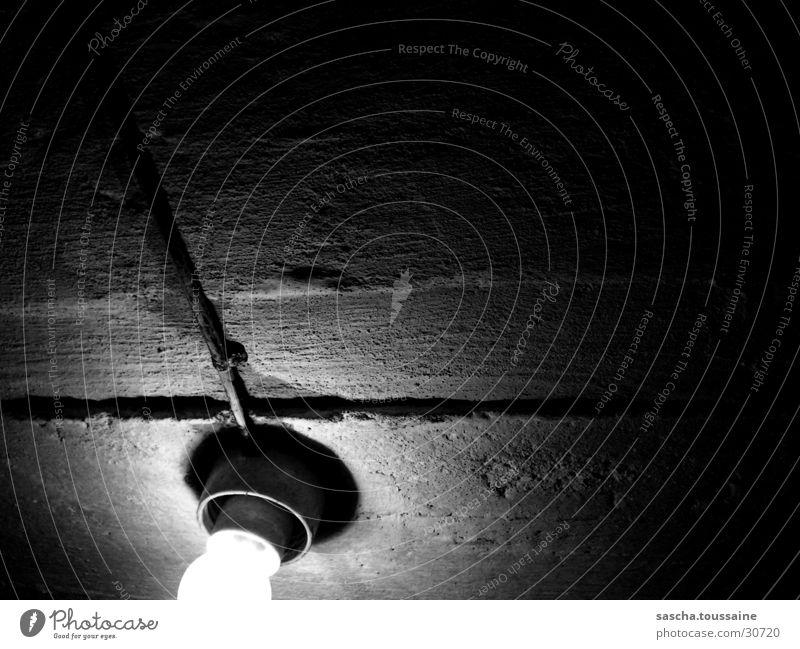 Licht im Dunkel #4 - Keller Gemäuer dunkel Lampe schwarz weiß grau Grauwert Elektrisches Gerät Technik & Technologie Lichterscheinung Schatten Beläuchtung