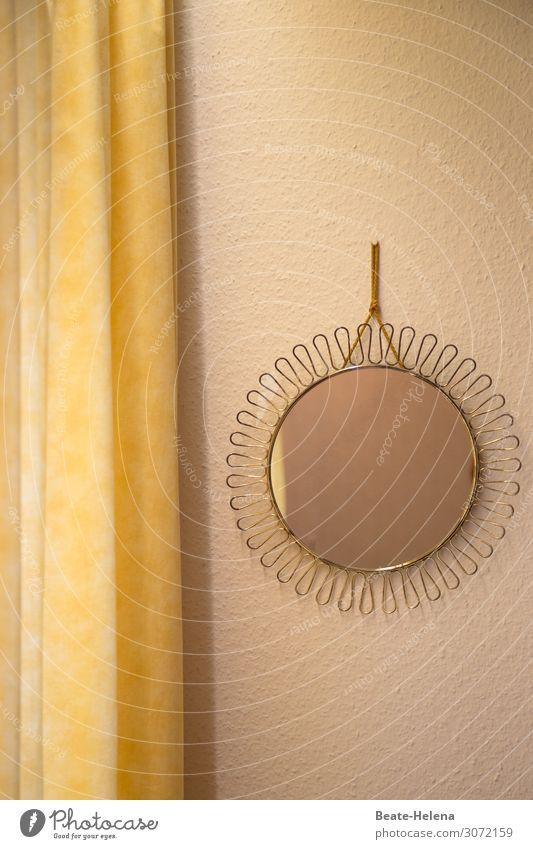 Spieglein, Spieglein an der Wand ... schön Lifestyle gelb Innenarchitektur Gefühle Stimmung Häusliches Leben Dekoration & Verzierung träumen gold Ordnung