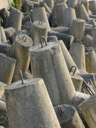 Küstenschutz Lifestyle grau Stimmung verrückt Beton Zeichen Schutz Hafen Hauptstadt Schifffahrt Umweltschutz bauen Klimawandel Jachthafen Binnenschifffahrt