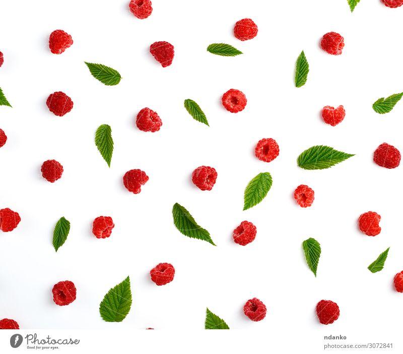 rote reife Himbeeren und grüne Blätter Frucht Dessert Süßwaren Ernährung Vegetarische Ernährung Diät Saft Sommer Natur Pflanze Blatt Essen frisch lecker