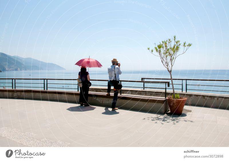 weitsichtig | in Ligurien Ferien & Urlaub & Reisen Tourismus Sommer Sommerurlaub Mensch Frau Erwachsene Mann Paar Partner 2 45-60 Jahre Wolkenloser Himmel