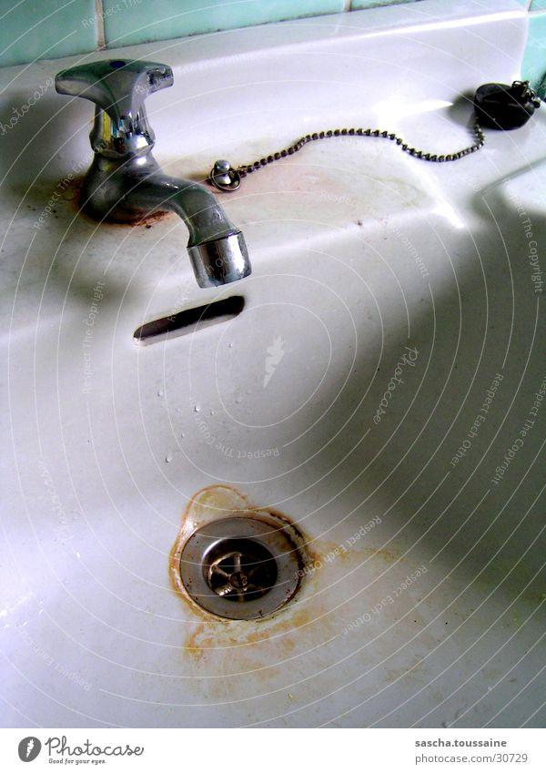 legga Abfluss Wasserhahn Waschbecken dreckig kalt Kalk Küche verkalkt ...