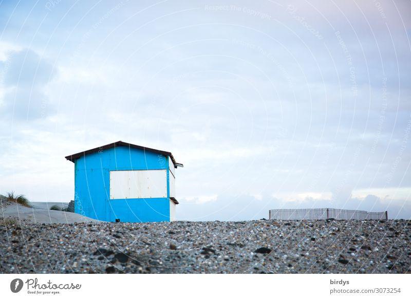 Hütte am Strand Ferien & Urlaub & Reisen Häusliches Leben 1 Mensch Natur Sand Himmel Wolken Menschenleer Haus Holzhaus einfach maritim blau Einsamkeit Freiheit