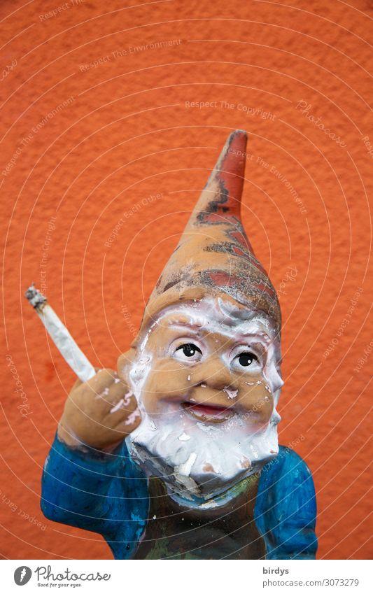 auch bei Zwergen beliebt Rauschmittel Gartenzwerge Joint Lächeln Rauchen frech lustig blau rot weiß Freude Euphorie Drogensucht Gelassenheit