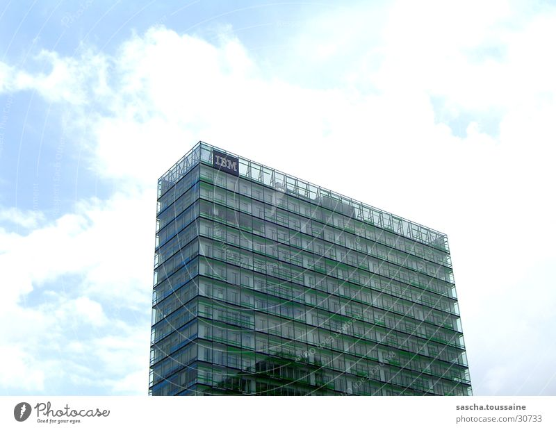 Green-Tower Himmel weiß grün blau Wolken Architektur Glas Hochhaus Hamburg Fassade modern