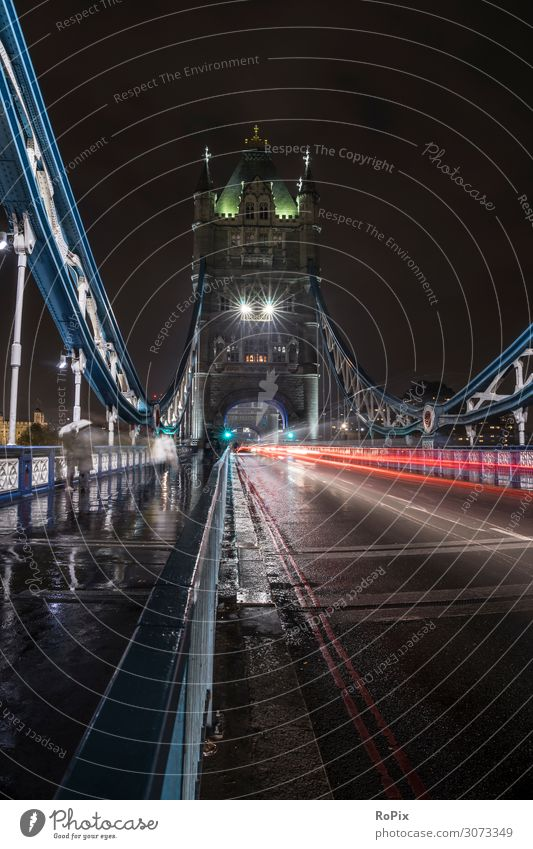 Verkehr auf der Tower Bridge. Lifestyle Stil Design Ferien & Urlaub & Reisen Tourismus Sightseeing Städtereise Nachtleben Arbeit & Erwerbstätigkeit Beruf