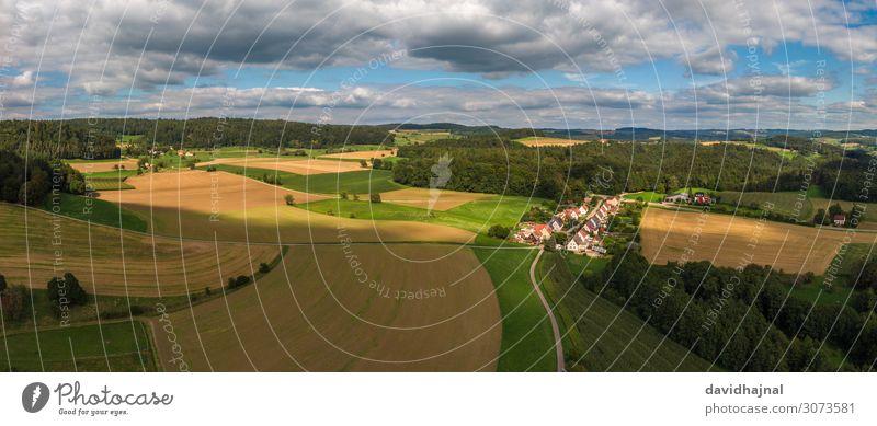 Agrarlandschaft Lebensmittel Getreide Wirtschaft Landwirtschaft Forstwirtschaft Industrie Luftverkehr Umwelt Natur Landschaft Baum Wiese Feld Wald Hügel
