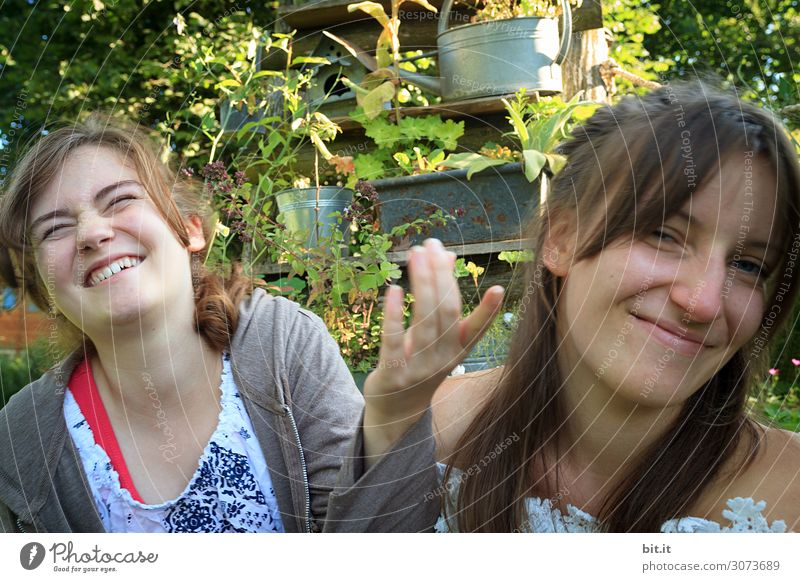 Geschwisterliebe Kind Mensch Ferien & Urlaub & Reisen Natur Jugendliche Junge Frau Sommer Freude Mädchen Leben feminin Familie & Verwandtschaft lachen Glück