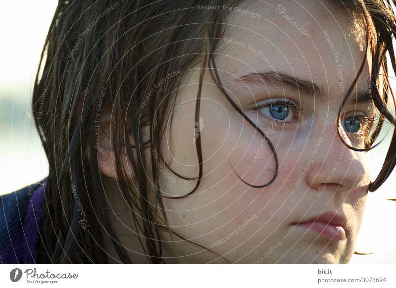 Mädchen mit ernstem Blick und nassen Haaren. Schwimmen & Baden Ferien & Urlaub & Reisen Tourismus Ausflug Sommer Sommerurlaub Mensch Kind Kindheit Kopf Gefühle