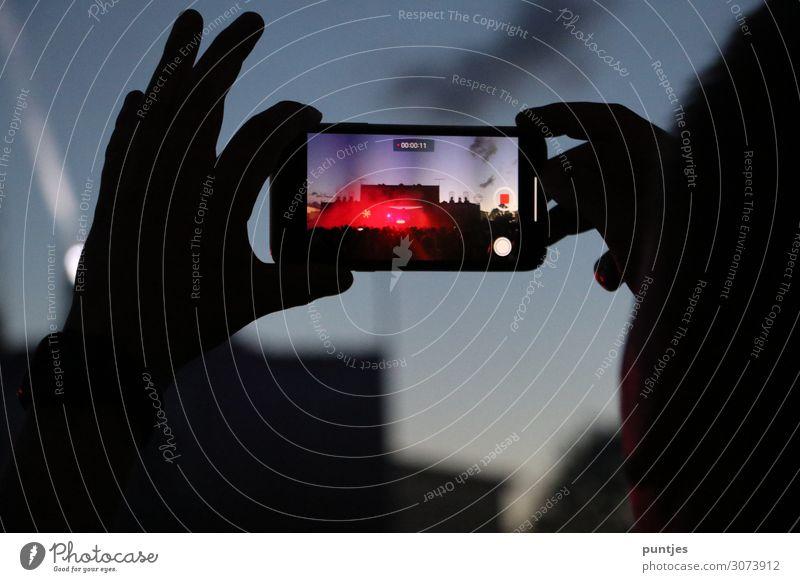 Smartphone Festival Lifestyle Freizeit & Hobby Nachtleben Entertainment Party Veranstaltung Musik Diskjockey ausgehen Feste & Feiern Tanzen Telekommunikation