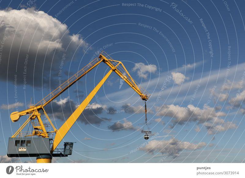 Hafenkran Himmel Wolken Wasserfahrzeug Kraft Schönes Wetter Macht Güterverkehr & Logistik Beruf Schifffahrt Mut Wirtschaft Stolz Hafenstadt Maschine Container
