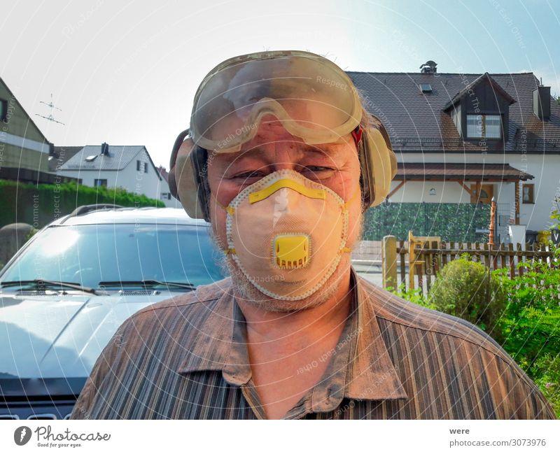 Elderly man with protective equipment Beruf Handwerker Anstreicher Baustelle Mensch maskulin Mann Erwachsene Männlicher Senior Kopf 1 45-60 Jahre