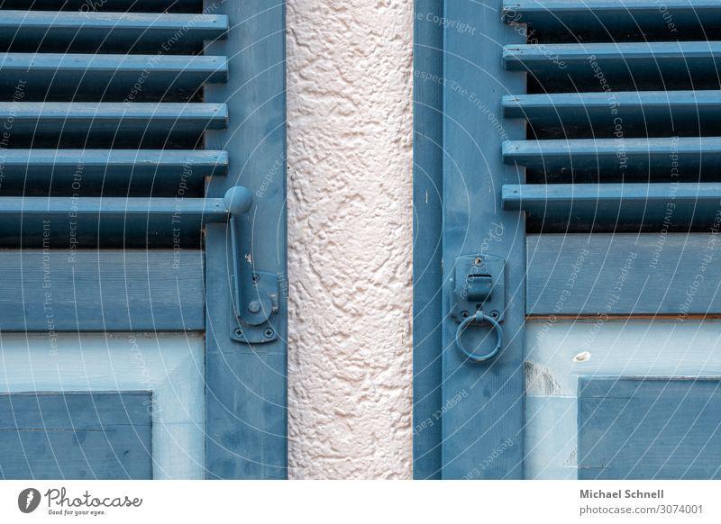 Fensterlädendoppel Schiltach Stadt Haus ästhetisch authentisch Freundlichkeit blau Zufriedenheit Kultur 2 Symmetrie Farbfoto Außenaufnahme Menschenleer Tag