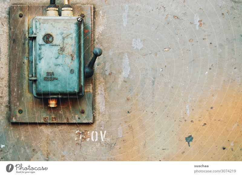 schalterdings Lichtschalter Schalter Stromkasten Verteiler Verteilerdose Generator Technik & Technologie Technikfotografie Elektrizität Energiewirtschaft