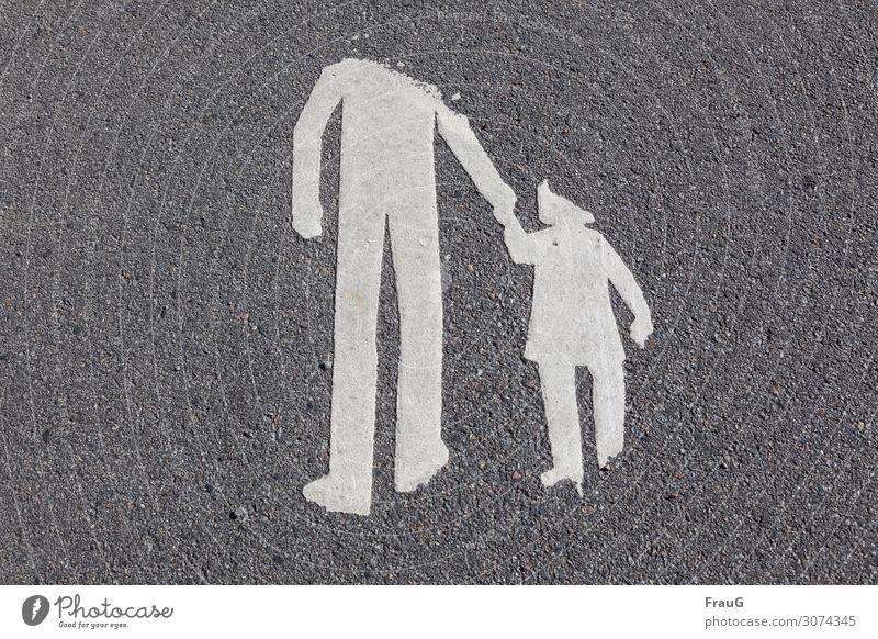 verloren | Kopf und Fuß Kind Mann Erwachsene 2 Mensch 3-8 Jahre Kindheit 18-30 Jahre Jugendliche Straße Zeichen kaputt Zusammensein Fürsorge Zusammenhalt