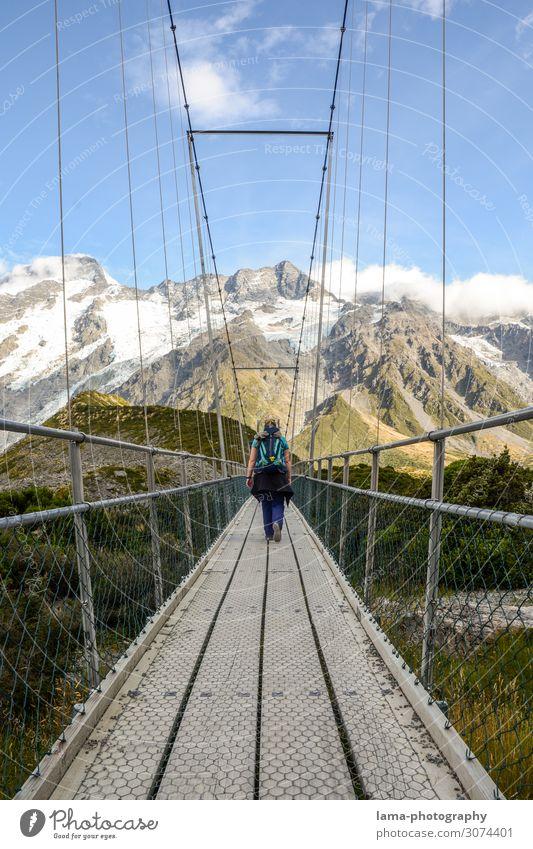 Hooker Valley Track Frau Mensch Ferien & Urlaub & Reisen Natur Ferne Berge u. Gebirge Erwachsene Wege & Pfade Schnee Tourismus Freiheit Ausflug wandern