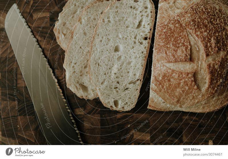 Geschnittenes Brot und ein Messer aufgeschnitten Scheibe Schneidewerkzeug Schneidebrett Tafelmesser Fleischmesser Küche Lebensmittel Gesunde Ernährung Speise