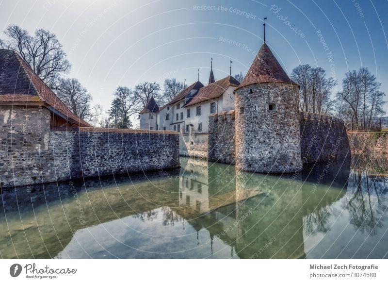 HDR-Aufnahme des berühmten Schlosses in Hallwyl in der Schweiz Stil Ferien & Urlaub & Reisen Tourismus Sommer Sonne Haus Natur Landschaft Himmel See Fluss