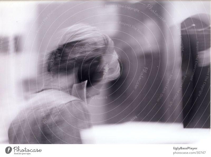 Musik#1 Kopfhörer Frau Kaufhaus schwarz weiß probehören