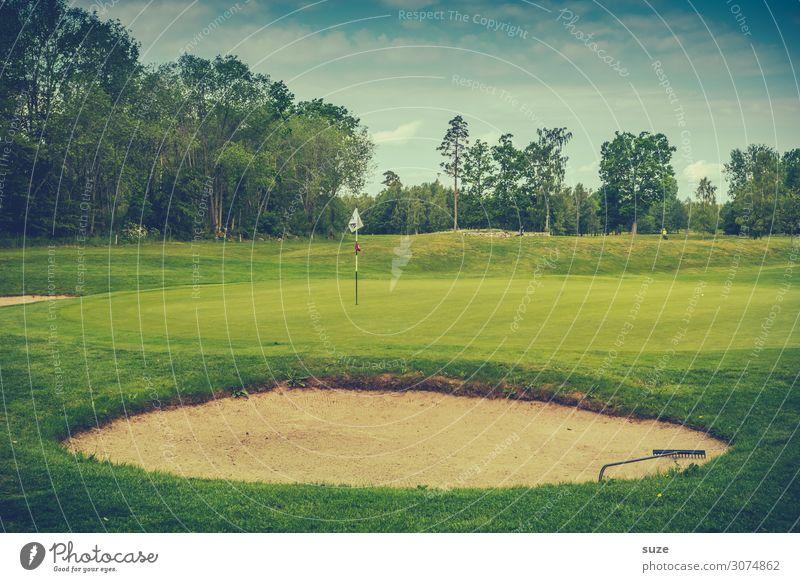 Hole-in-Sand Lifestyle Freizeit & Hobby Spielen Sport Ballsport Erfolg Verlierer Golf Natur Sommer Wiese Fahne grün Business Konzentration Misserfolg