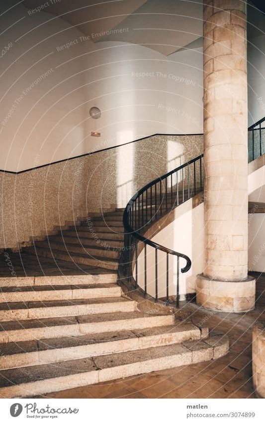Franco`s Architektur Stadt Menschenleer Palast Bauwerk Gebäude Mauer Wand Treppe Säule Treppengeländer Ölsockel Sehenswürdigkeit historisch braun weiß
