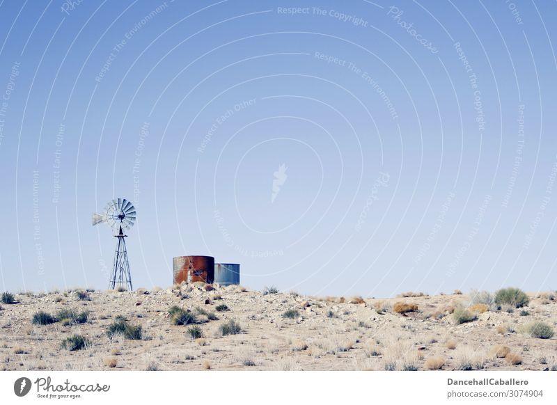 Wasserpumpe... Landschaft Erde Sand Himmel Wolkenloser Himmel Sommer Klima Klimawandel Wärme Dürre Sträucher Feld heiß trocken Umwelt Umweltschutz Wasserrad