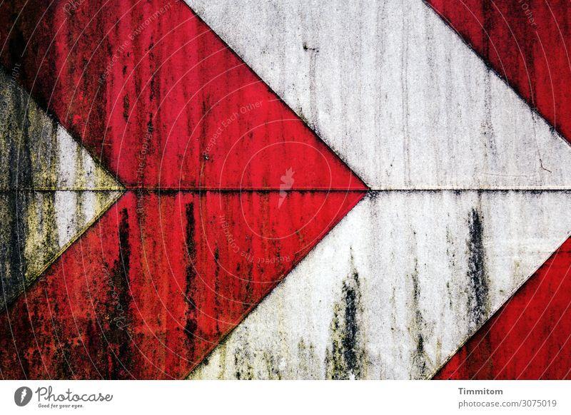 Rechtskurve Verkehr Richtungstafel Metall Kunststoff Schilder & Markierungen Hinweisschild Warnschild Linie Pfeil alt grün rot weiß Gefühle dreckig Schliere