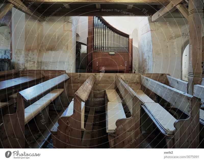 Orgelpunkt Musikinstrument Orgelpfeife Ullersdorf Sachsen Lausitz Deutschland Mauer Wand Kirchenbank Balken Stein Holz Metall alt historisch ruhig
