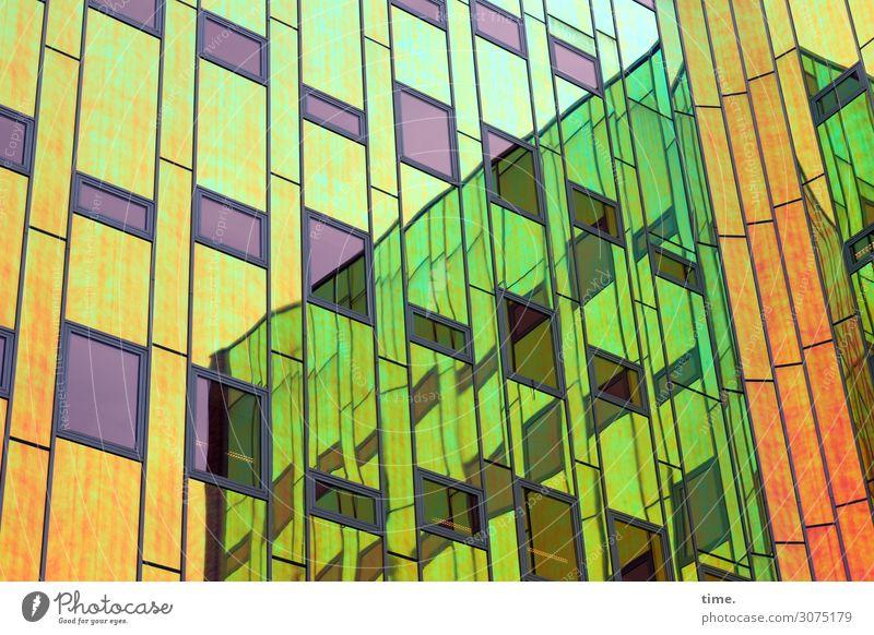 ArtHaus (VI) Hochhaus Bauwerk Gebäude Architektur Fassade Glas Linie Streifen Netzwerk Idee Inspiration komplex Kreativität Stadt Irritation Farbfoto