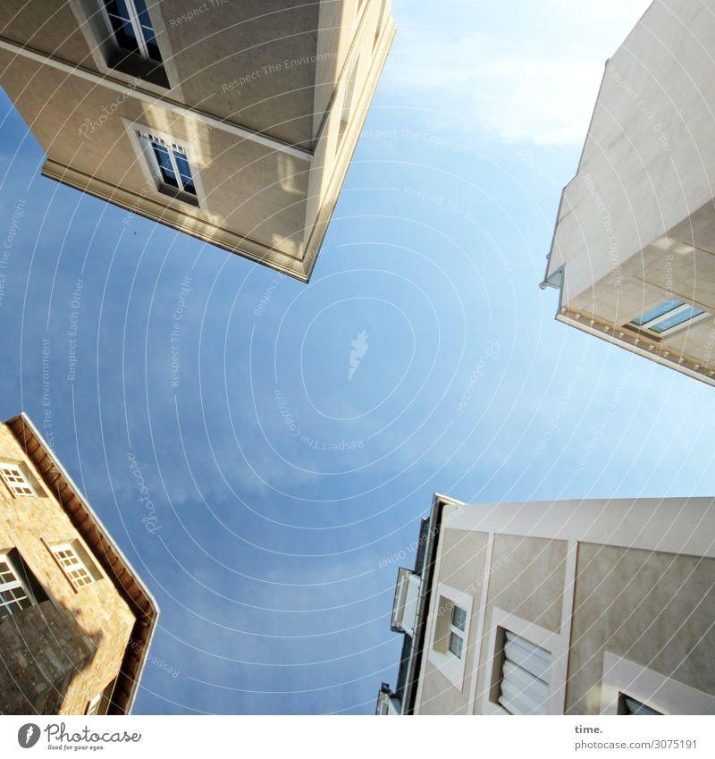 Halswirbelsäulentraining (XII) Himmel Stadt Haus Wolken Fenster Architektur Leben Wand Zeit Mauer Fassade hell Kommunizieren ästhetisch Perspektive