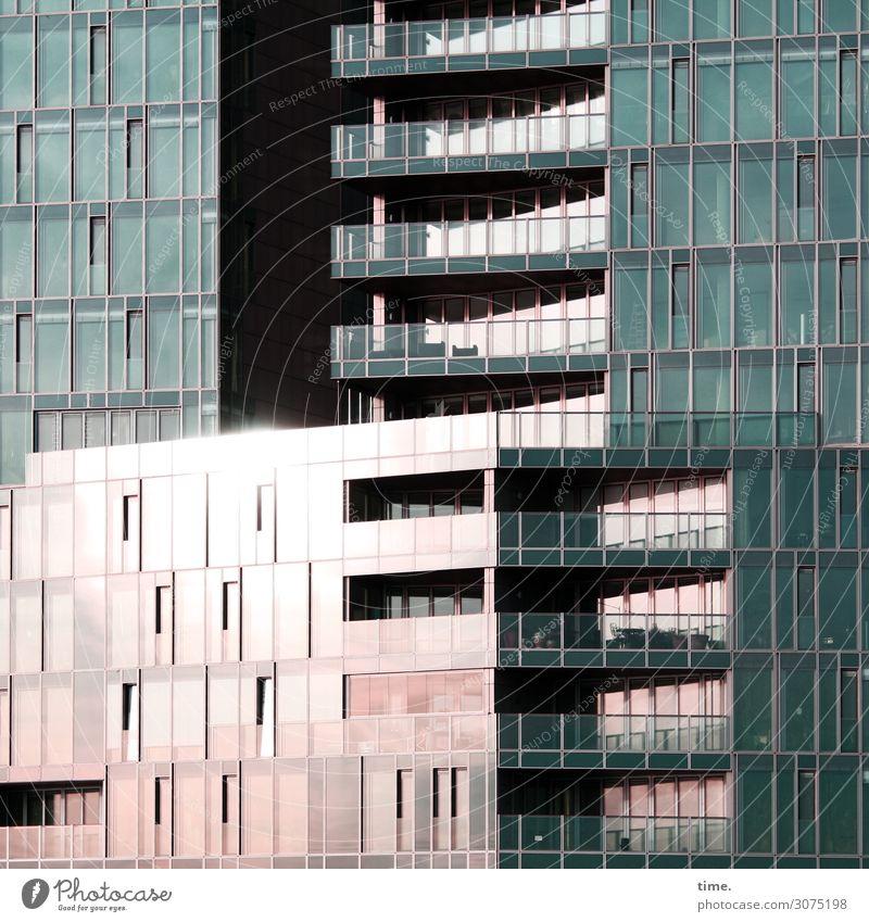 Glascontainer Hamburg Hafencity Haus Hochhaus Bauwerk Gebäude Architektur Fassade Fenster Verpackung Linie Streifen hell Stadt Ordnungsliebe Hochmut ästhetisch