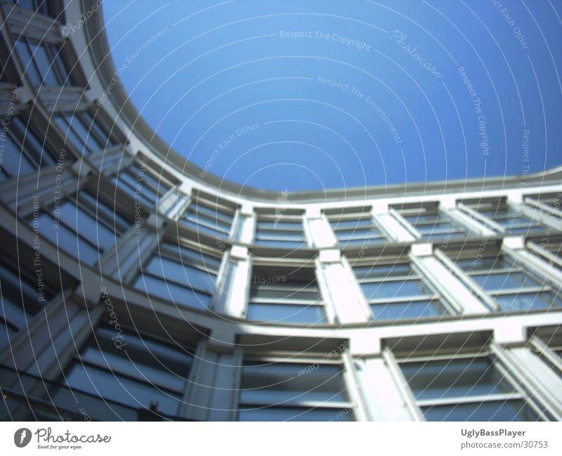 Münchener Hinterhof Fassade Fenster Haus Gebäude Architektur Himmel Ecke Bogen