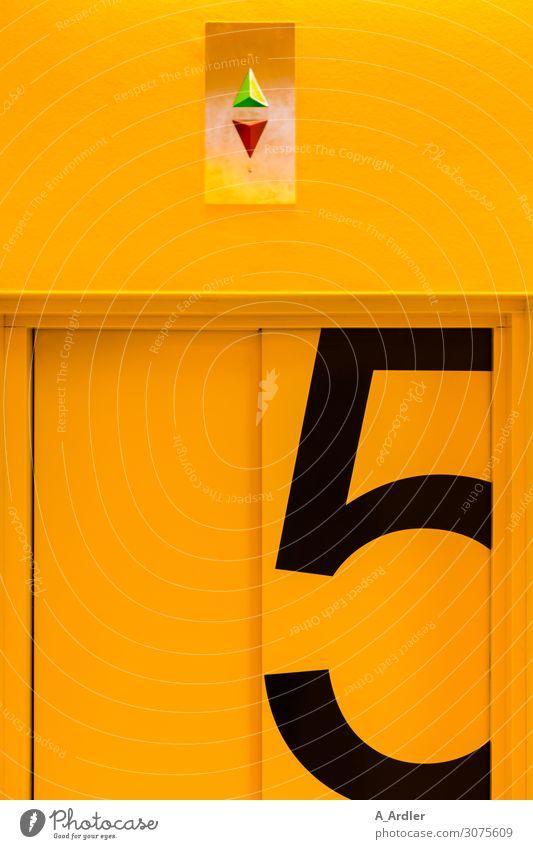 Fahrstuhl 5. Etage Arbeitsplatz Büro Krankenhaus Technik & Technologie Gebäude Architektur Mauer Wand Tür Zeichen Ziffern & Zahlen Schilder & Markierungen