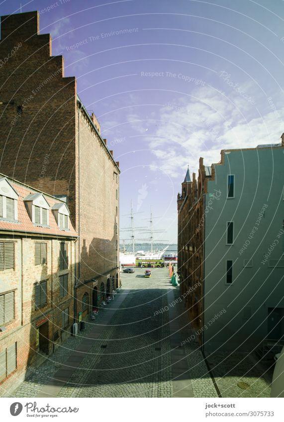 Hafenstraße Himmel Sommer Meer Haus Architektur Fassade Schönes Wetter historisch Sehenswürdigkeit Ostsee Städtereise Segelschiff Gewitterwolken Lagerhaus