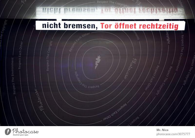 sauber  on the road again rot schwarz Arbeit & Erwerbstätigkeit PKW Schriftzeichen dreckig Hinweisschild geschlossen Reinigen Sauberkeit Platzangst rein