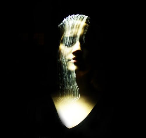 Wasserfall aus Licht II Frau Mensch Jugendliche Junge Frau schön Mädchen schwarz 18-30 Jahre Gesicht Auge Erwachsene Leben feminin Kopf 13-18 Jahre leuchten